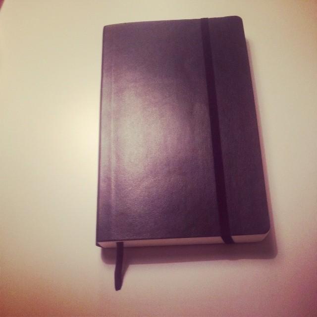 Min nyinköpta Moleskin får agera träningsdagbok.