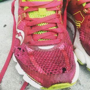 Jag sliter ju iallafall ut skorna innan de åker i soporna...